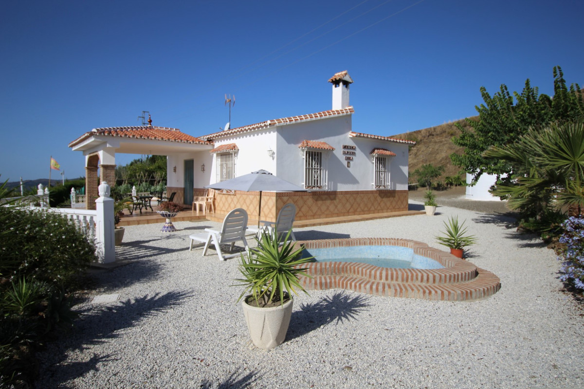 Finca cortijo in the area of Arenas.  The country property has a total construction of 71 m2, built , Spain