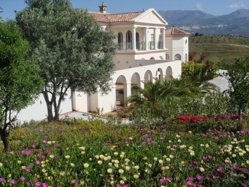 Newly built luxury villa in a quiet area with magnificent views over the lake and the mountains, ff ,Spain