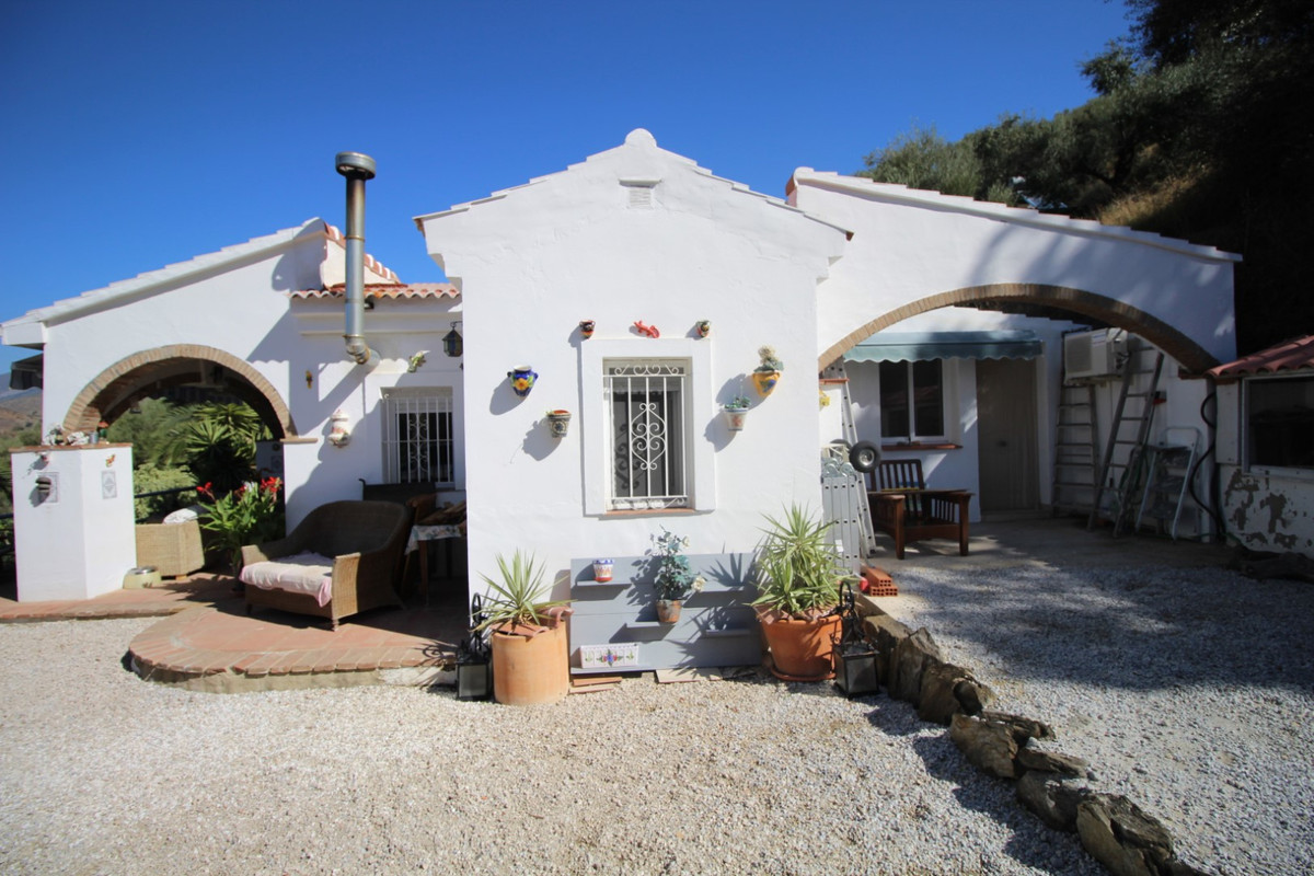 Nice country property in the municipality of Arenas. The House has a constructed area of 110 m2, on , Spain