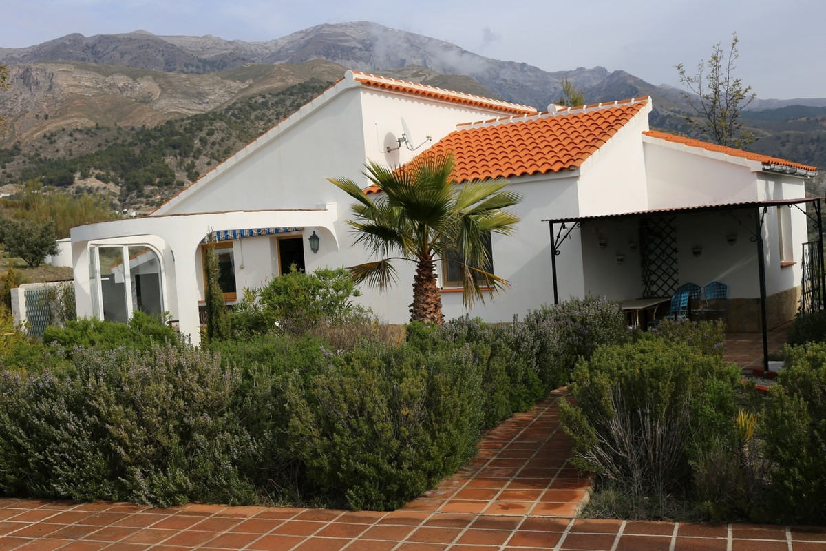 Wonderful Villa in Quills. The property is South facing and has unbeatable panoramic views. It has l,Spain