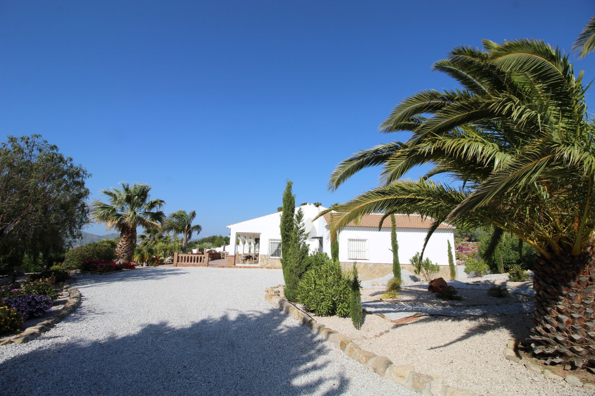 Fantastic Villa in the municipal area of Alcaucin. The property has a total construction of 213 m2, ,Spain