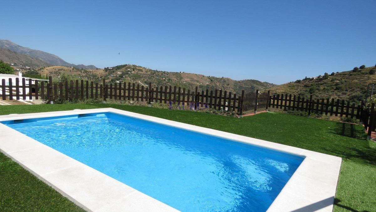 Nice property in the area of Torrox..  This property comes with a plot of 5200 m2 with two buildings, Spain