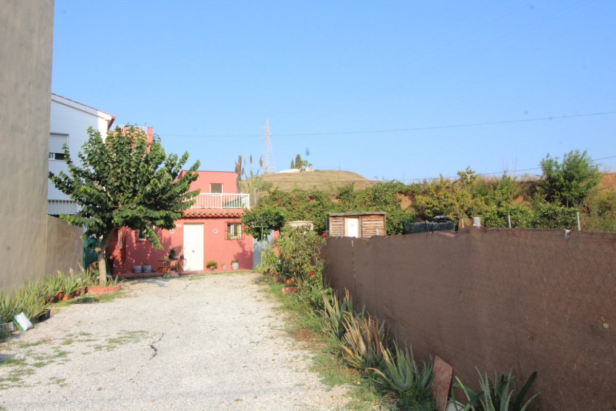 Wonderful property in Caleta de Velez.  The property has 78 m2 builded and a warehouse of 32 m2.  It, Spain