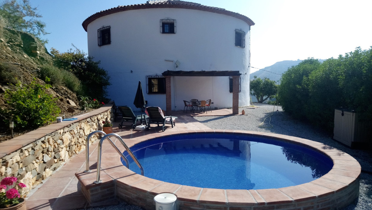 Large original country property in quiet location   This formal water deposit is transferred into a , Spain