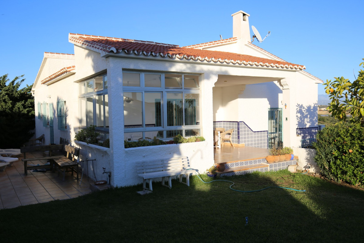 Detached Villa in Benajarafe