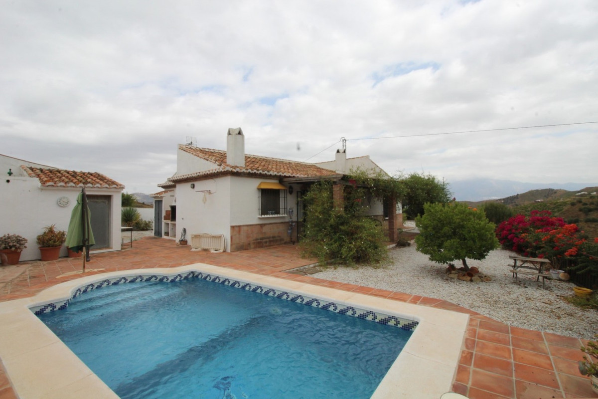 Fantastic country property in the municipality of Almachar.  The property has a total construction o,Spain