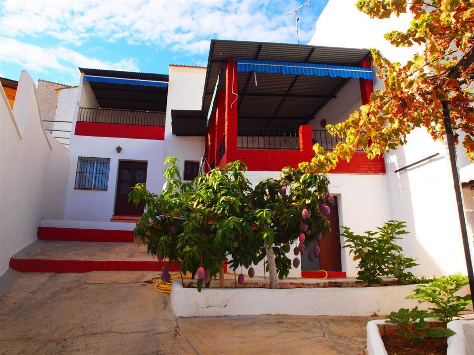 Nice townhouse with views of the mountains in Benamargosa. Only 15 minutes from the beach, the marin,Spain