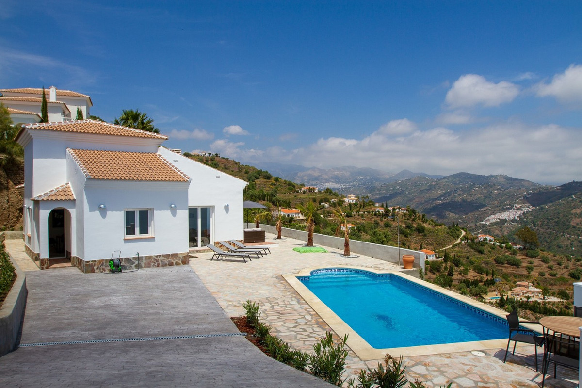 Fantastic Villa in the municipality of Algarrobo/Arenas. The property has building surface of 125 m2,Spain