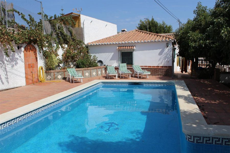 Beautiful rustic land house with panoramic views of the mountains, has 3 bedrooms and 1 bathroom, li,Spain