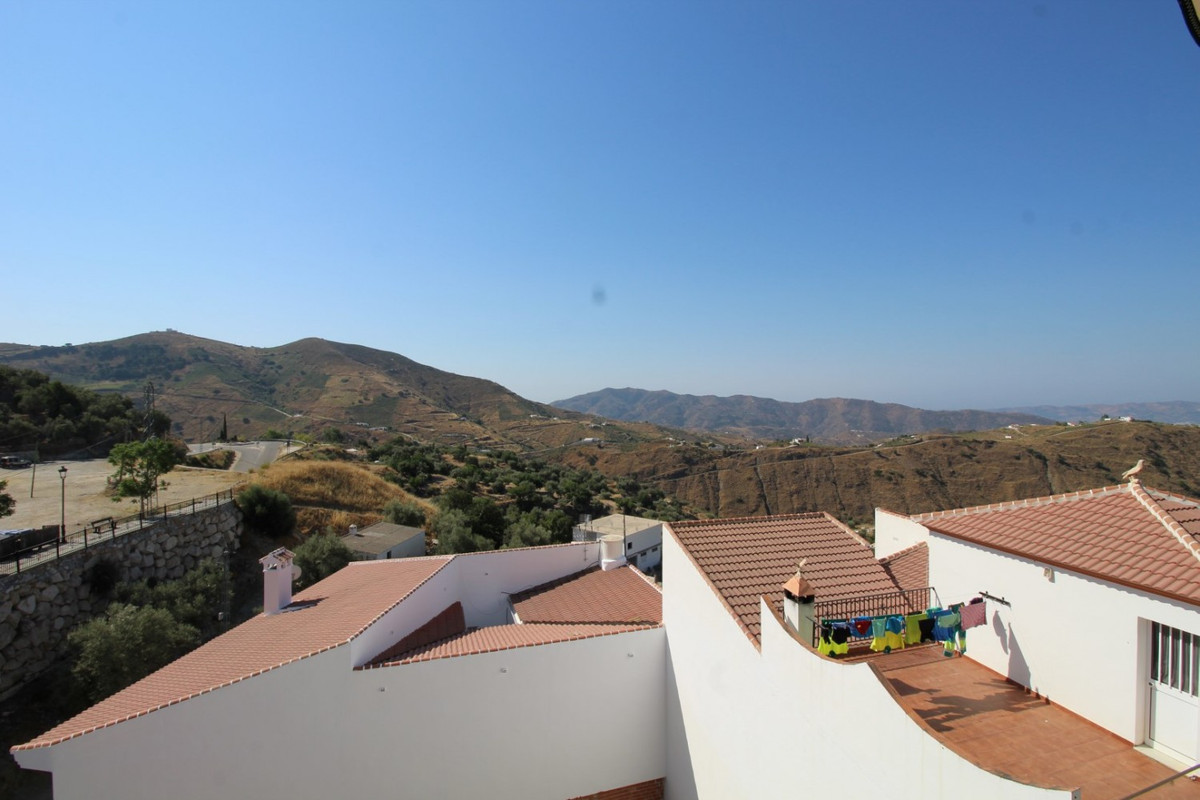 Nice apartment in Canillas de aceituno.  The property has 95 m2 and consists of a spacious living ro,Spain
