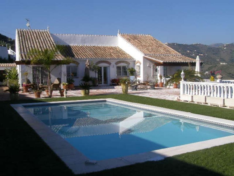 Wonderful south facing villa, with mountains and see views, living/dining room, fitted kitchen (x2),, Spain