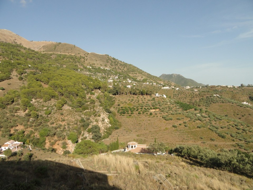 This Spanish farm has a total surface of approx. 45.128m2 with a cortijo to renovate on it of approx,Spain