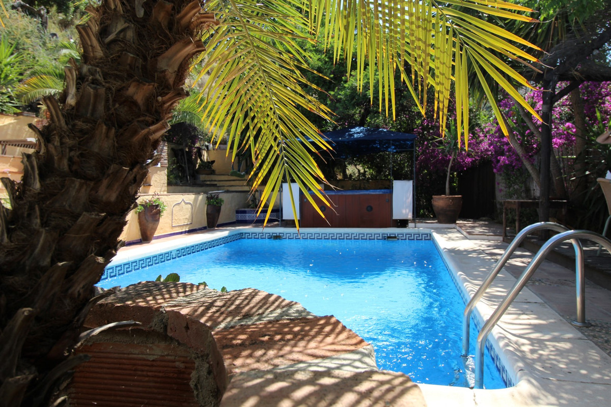 Wonderful Cortijo in Benamargosa. .  This charming old cortijo is located close to the village of Be, Spain