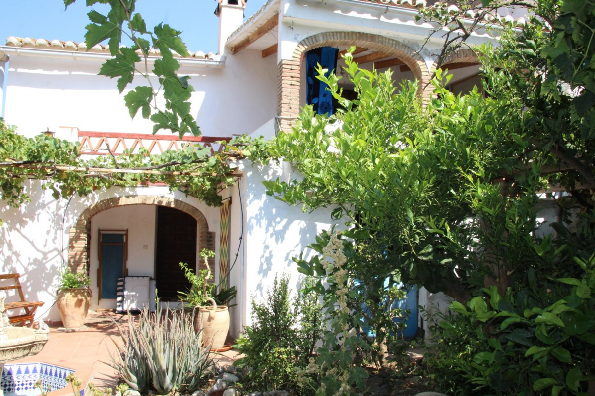 Sale, Townhouse, Velez-Malaga (Rubite), Malaga, Andalucia  The house is located in Rubite, a small h, Spain