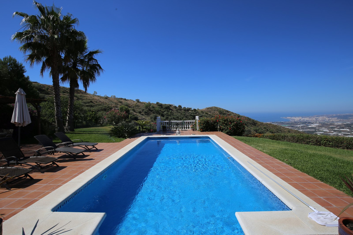 Sale, Villa, Algarrobo/Sayalonga, Malaga, Andalusia  Located between Algarrobo and Sayalonga, this s, Spain