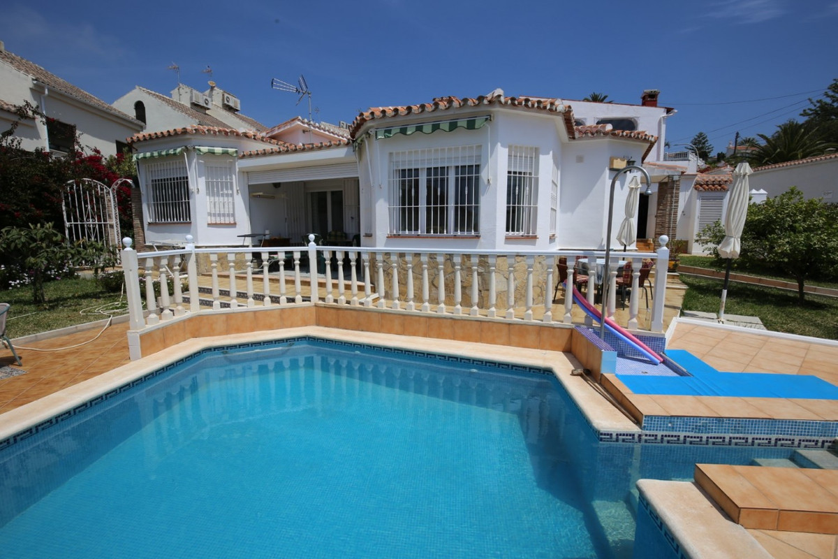 Sale, Chalet, Calete de Velez, Malaga, Andalusia  For sale is an Andalusian-style bungalow in a well, Spain