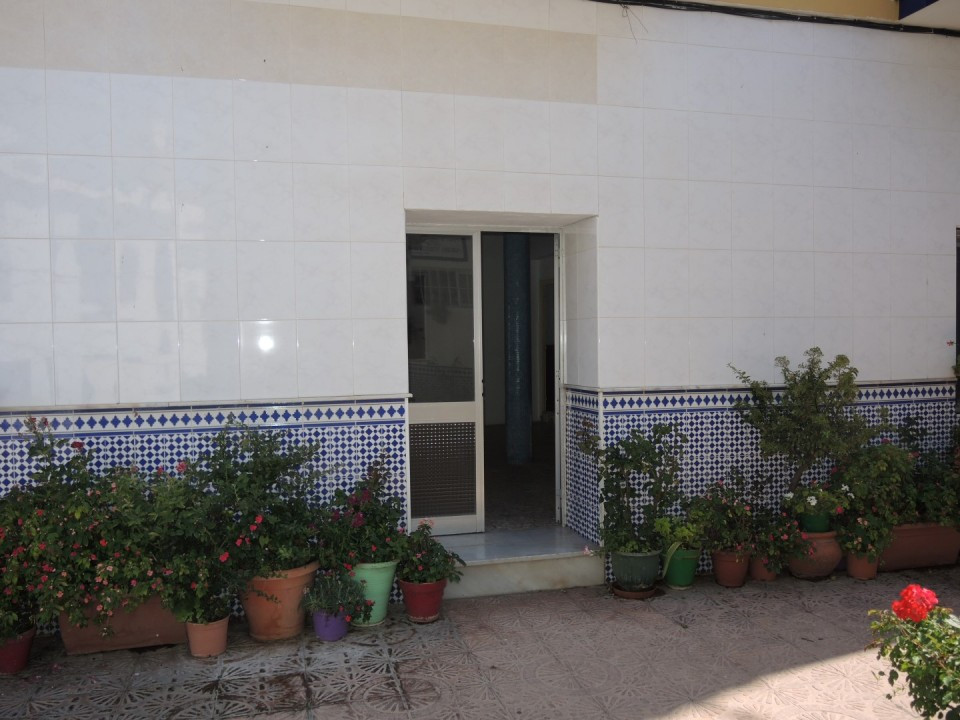 This generous property can be used as an office or bar/restaurant. Located in the heart of Torrox Pu,Spain