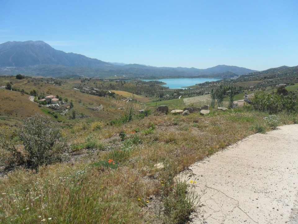 Unique opportunity to purchase this great plot with panoramic views of the lake of Vinuela. this plo,Spain