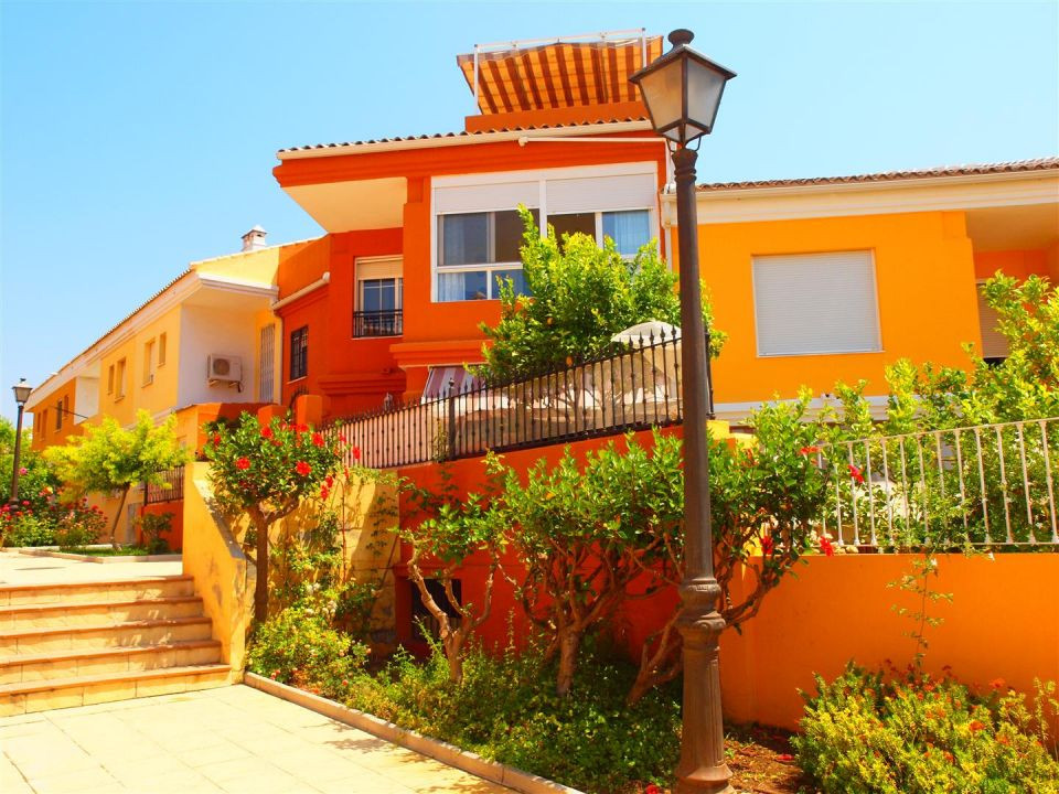 Wonderful townhouse 3 plants and buzzar, in Torre del Mar, in a residential area very quiet overlook,Spain
