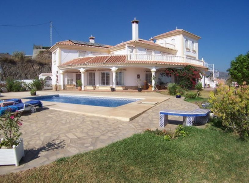 Luxury Villa with wonderful views to the sea, kitchen, lounge-dining room with fireplace, central he, Spain