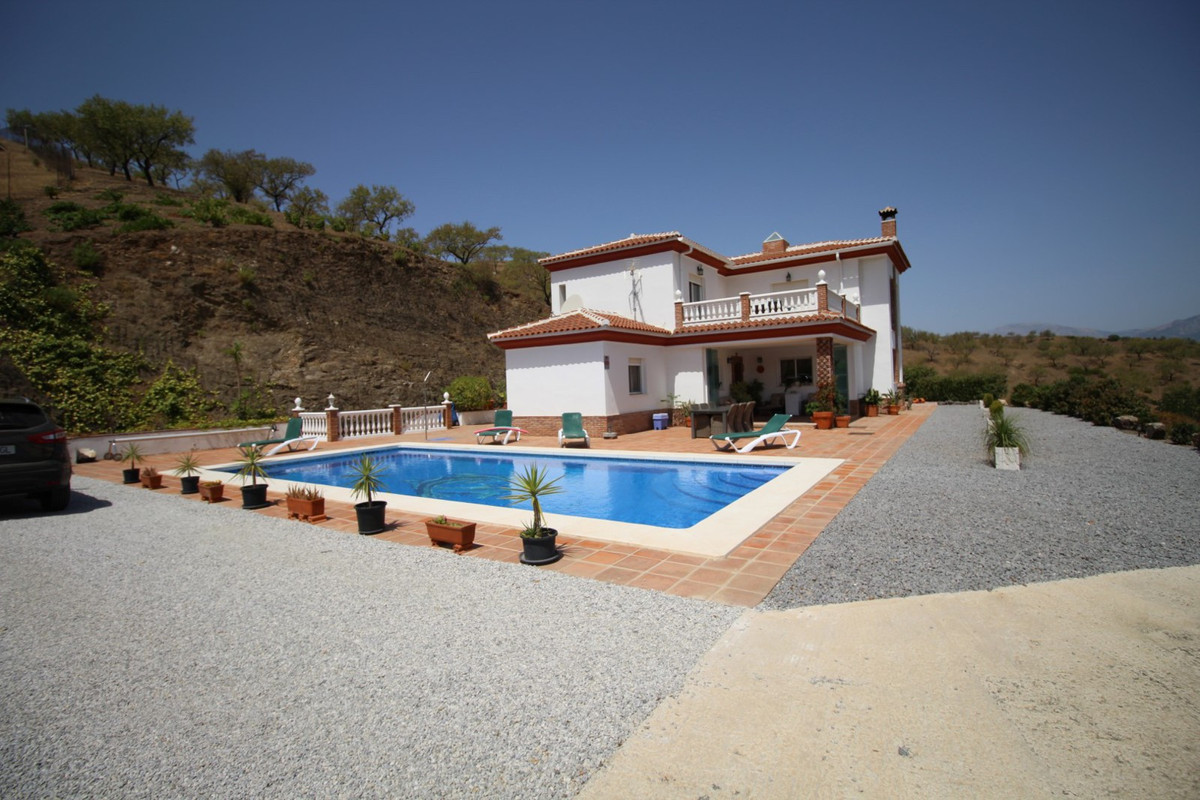 Wonderful Villa in La Vinuela with 5,300 m2 plot. The villa is divided into two floors, the first fl,Spain