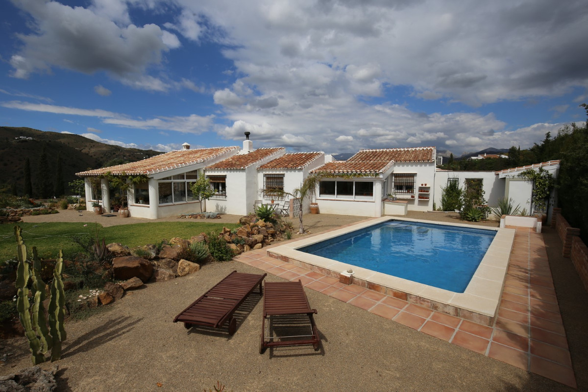 Fantastic property, in the municipality of La Vinuela.  The House has a total construction of 174 m2,Spain