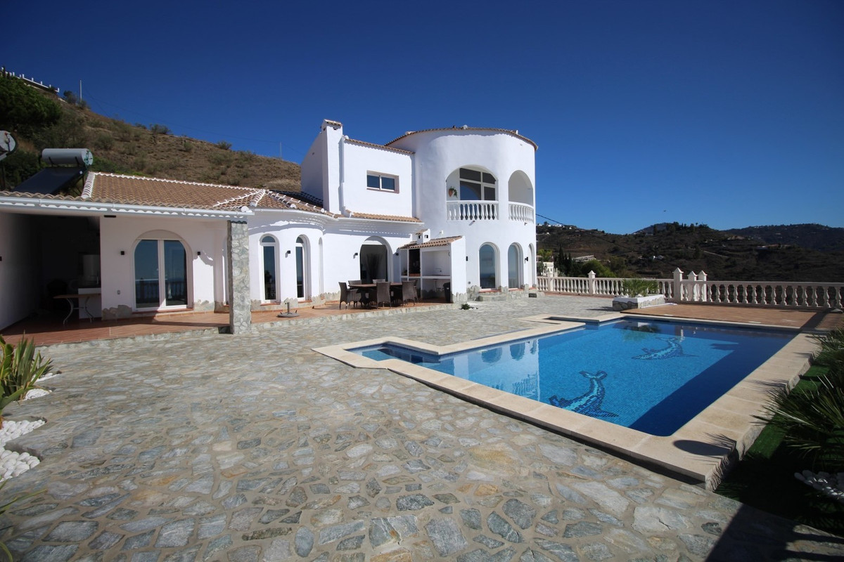 Spectacular Villa with panoramic views to the sea and the mountains in Algarrobo/Arenas. The House h,Spain