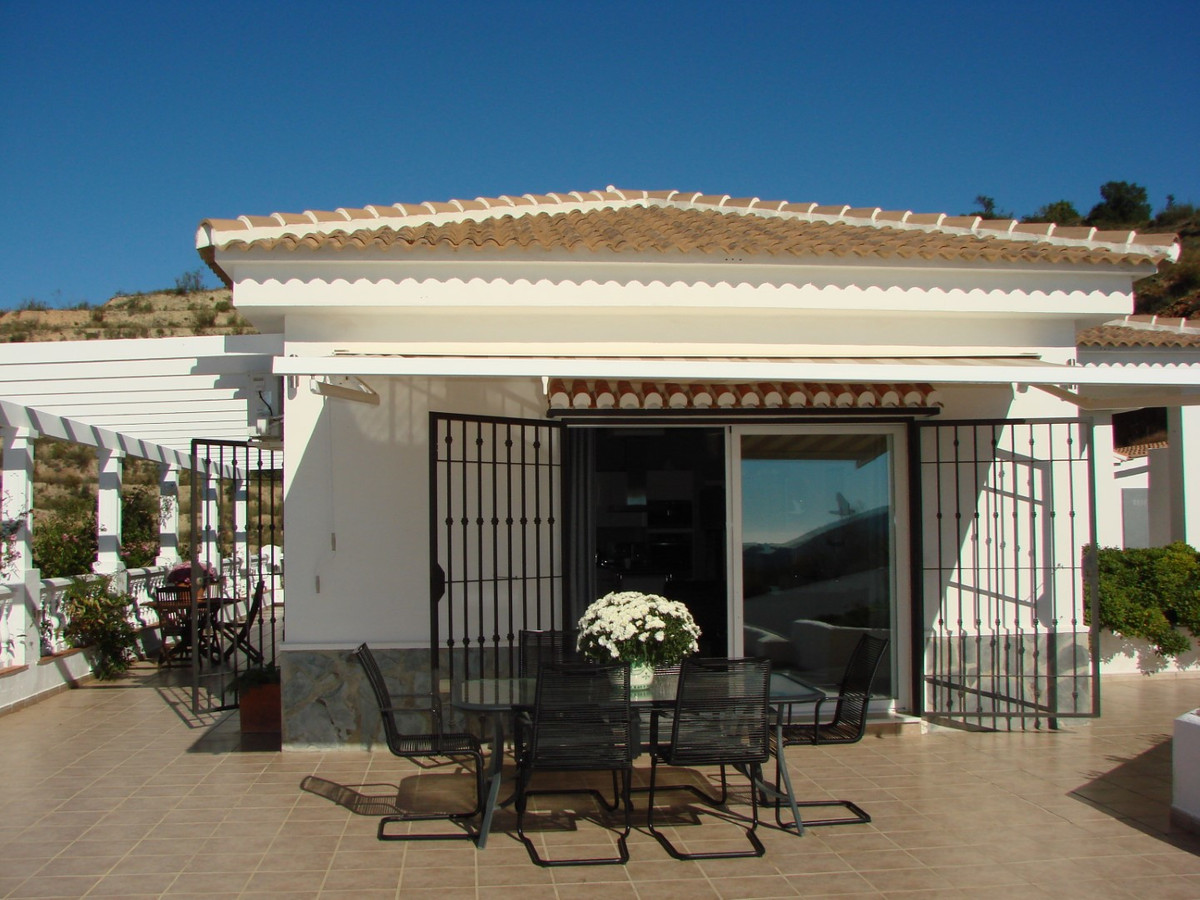 This fantastic Villa has an built area of 116 m2 on a plot of 5000 m 2.  The House is distributed in,Spain