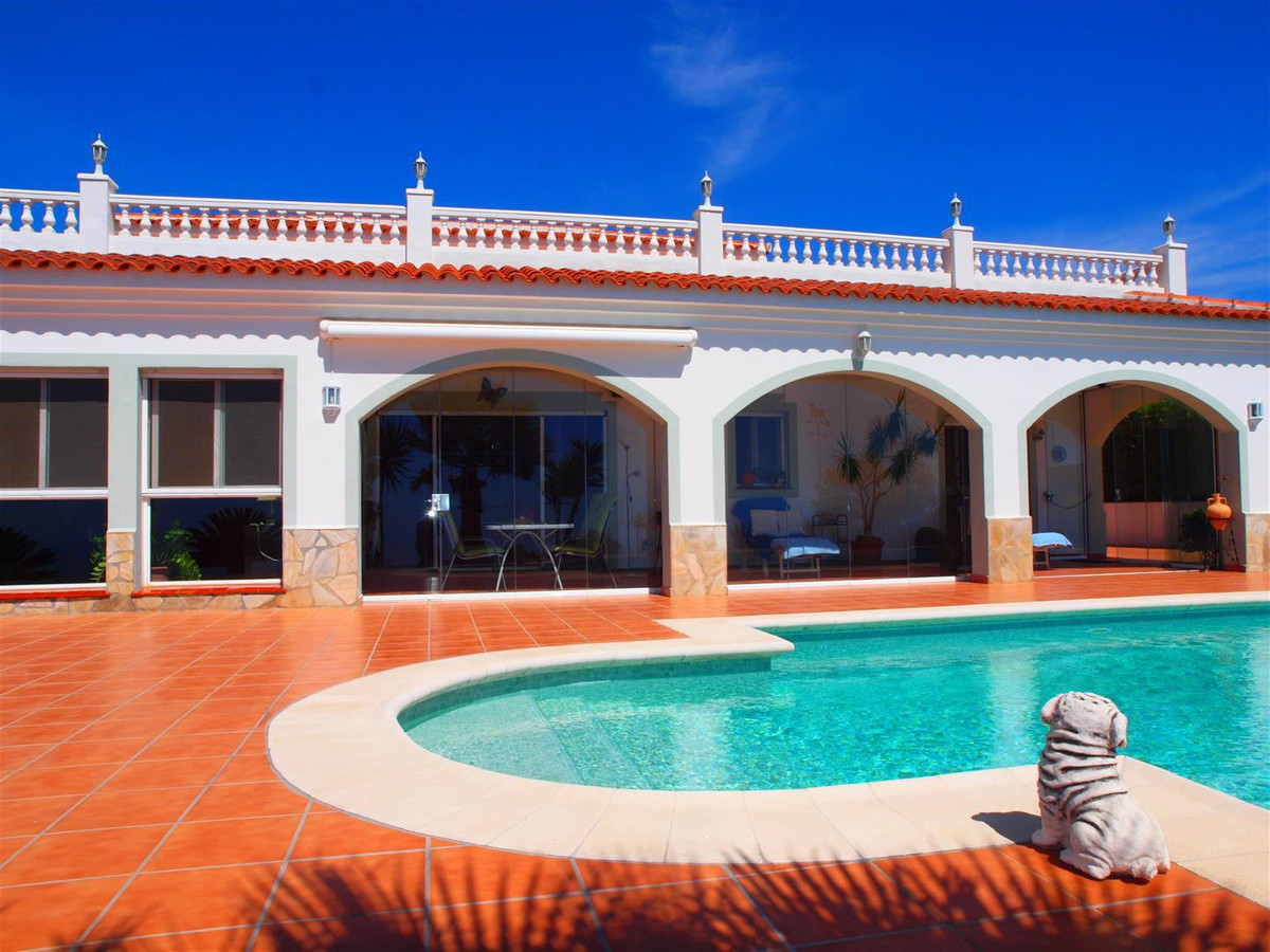 Beautiful Finca in Sayalonga. It consists of 5 bedrooms, 3 bathrooms, guest toilet, alarm system lar, Spain