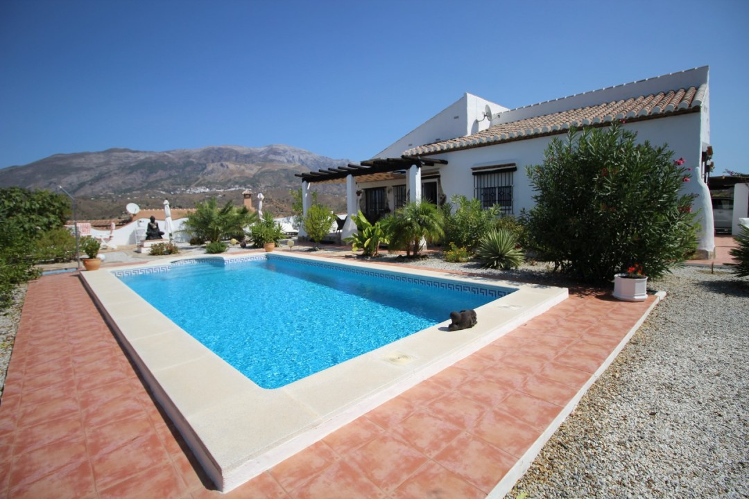 Wonderful Villa in Canillas de Aceituno, built on a plot of 5751 m2. The Villa is in very good condi,Spain