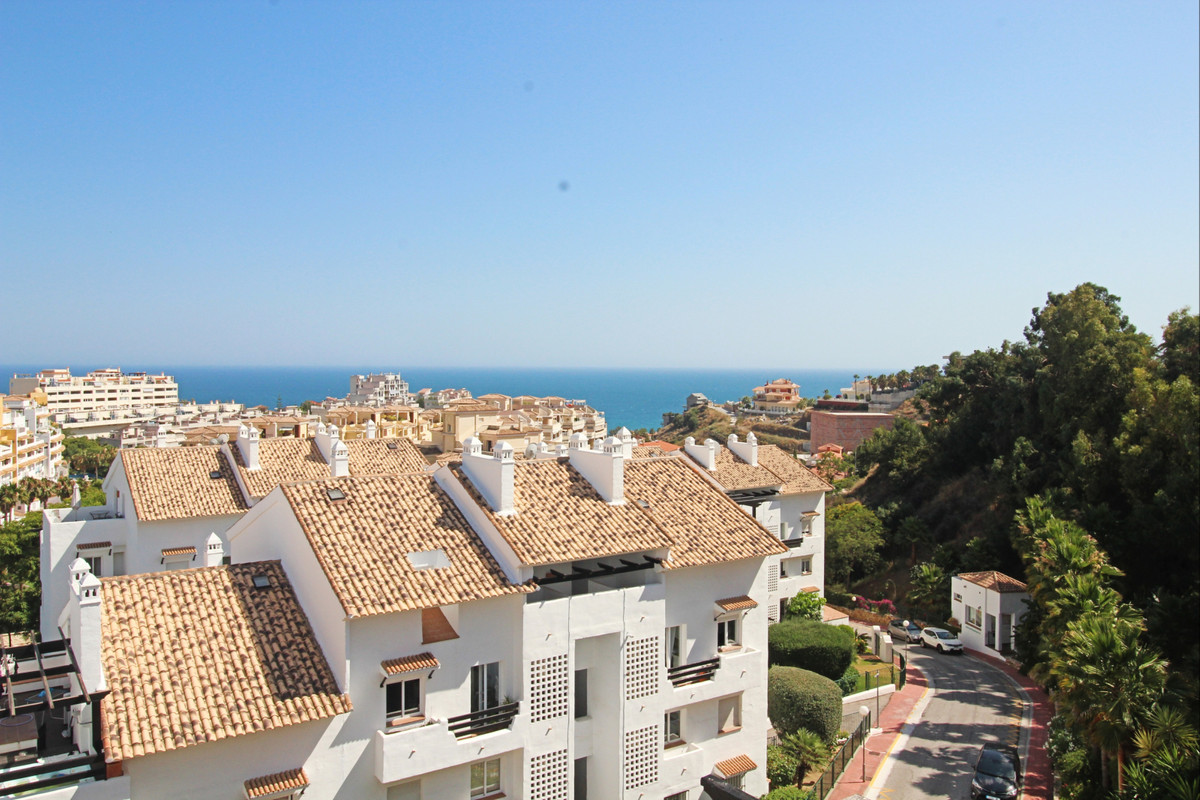 This cozy penthouse is located in Torrequebrada Golf area of Benalmadena.   This property is well lo, Spain