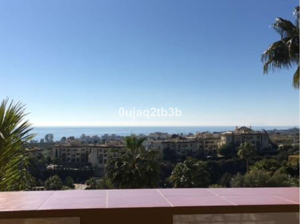 Great apartment in the New Golden Mile, Selwo area. This area is growing in interest and amount of h Spain