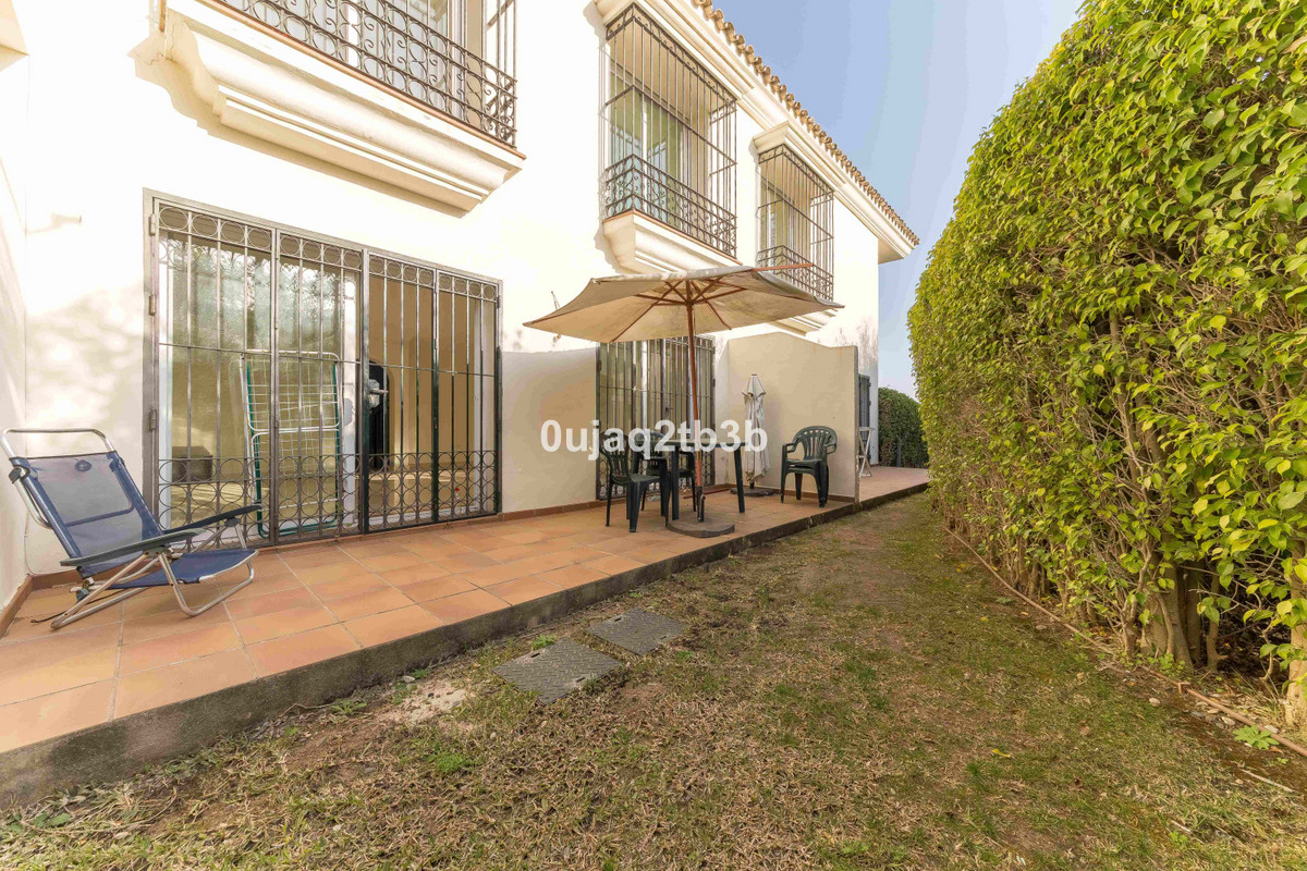 Magnificent townhouse in a superb location. Next to amenities, restaurants, shops, pharmacy, superma,Spain