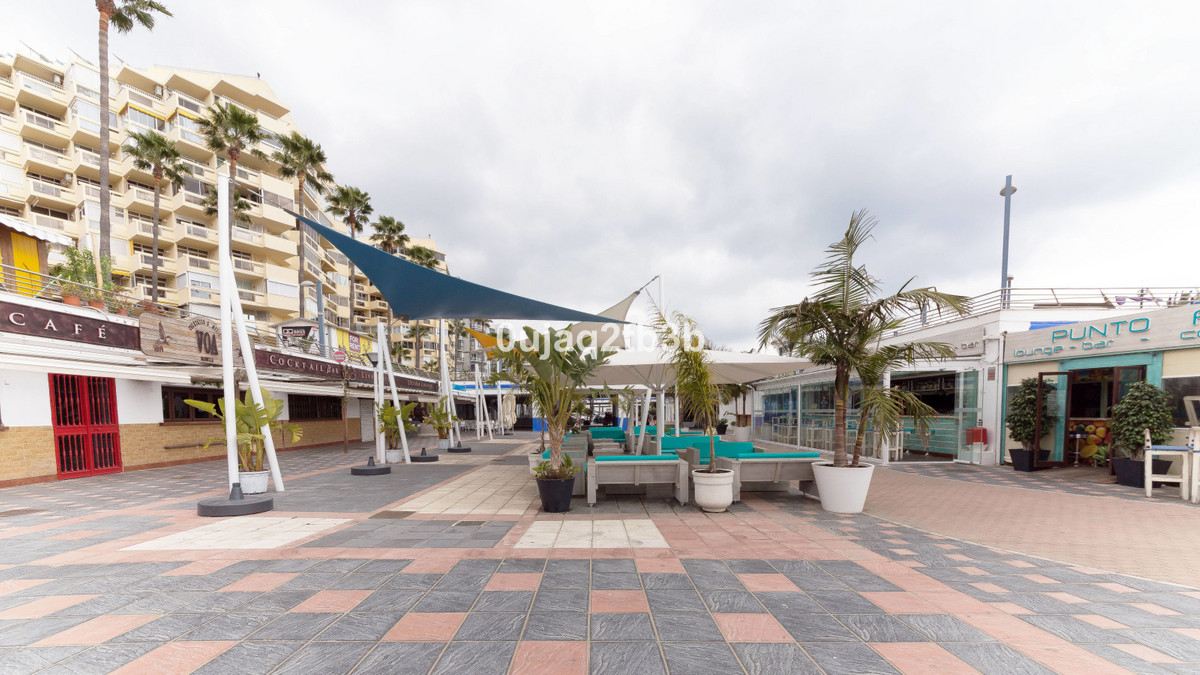 Running business for sale in Puerto Deportivo Marbella center. The premises offers a terrace and it , Spain