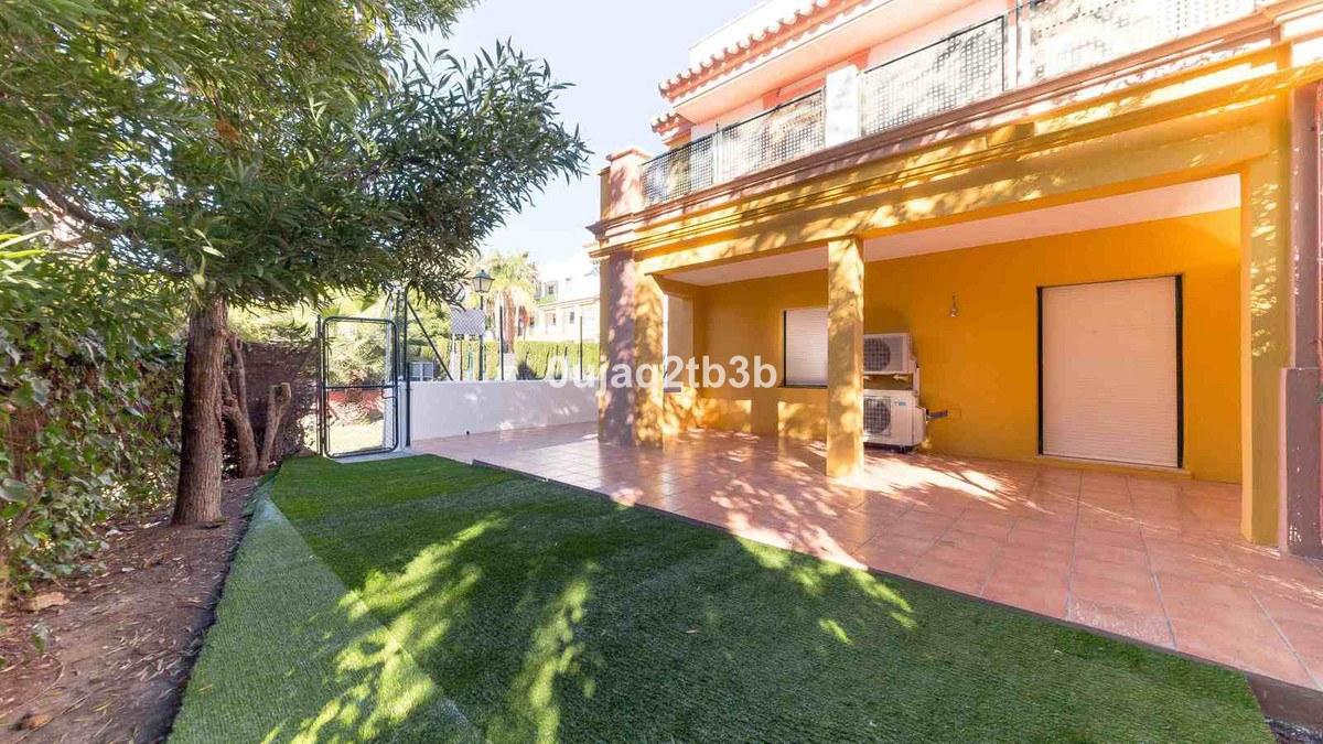 New to the market. Great ground floor apartment ready to move in. With access from the closed gated ,Spain