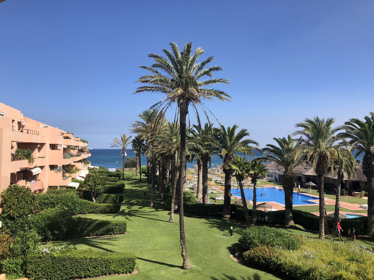Top floor apartment on Paseo del Mar in Sotogrande Costa. Fabulous four bedroom and three bathroom a, Spain