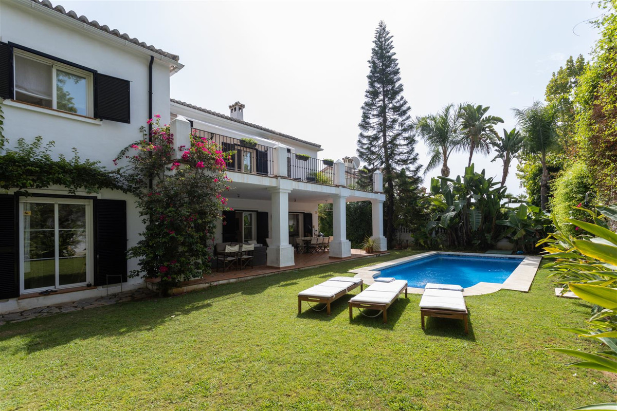 Villa, Detached  for sale   and for rent    en Guadalmina Alta