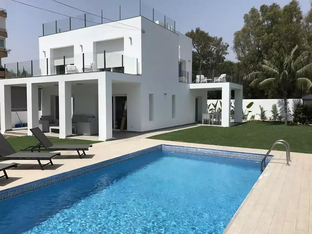 Villa  Independiente en venta  y en alquiler   en Puerto Banús
