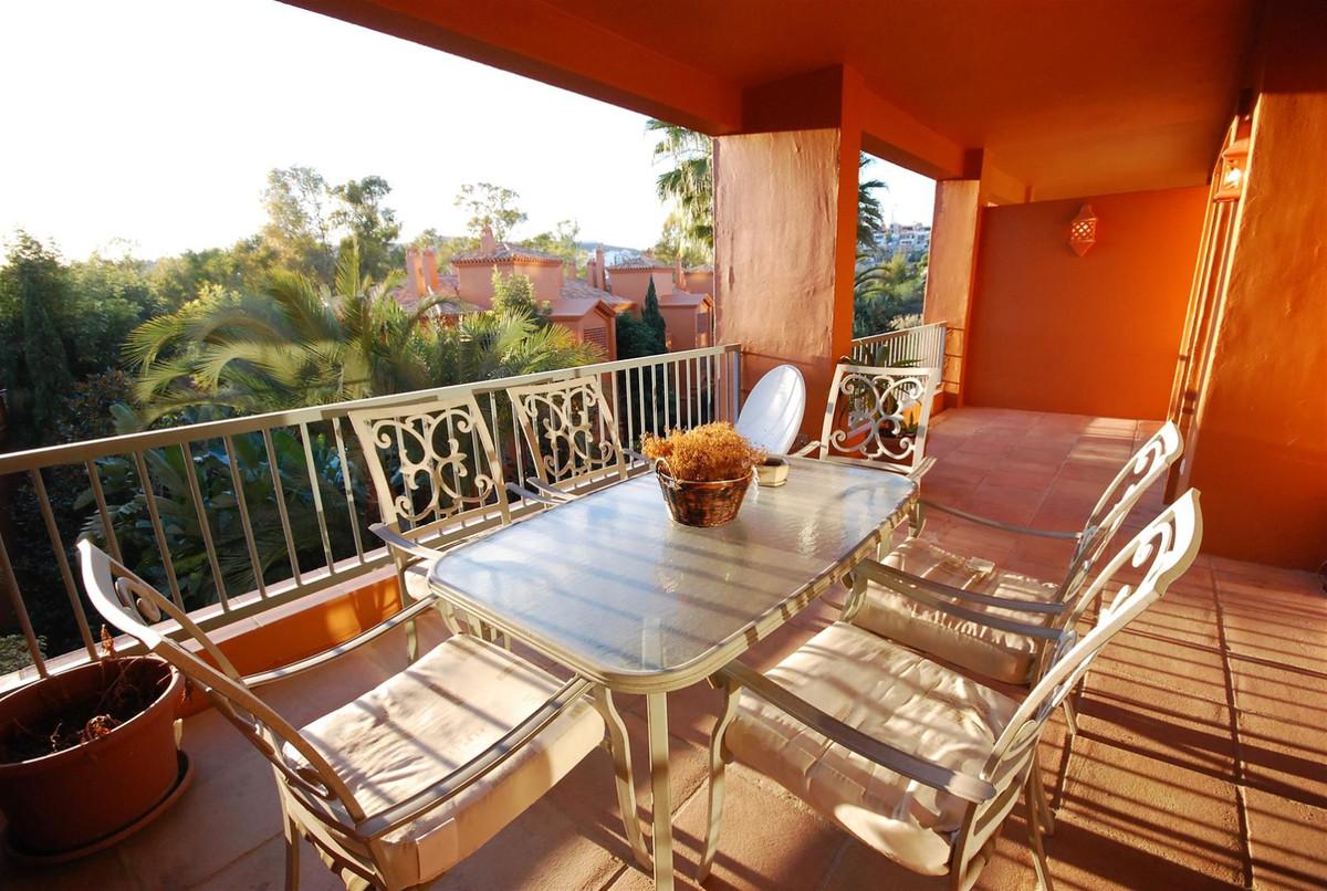 Appartement, Mi-étage en location à Benahavís