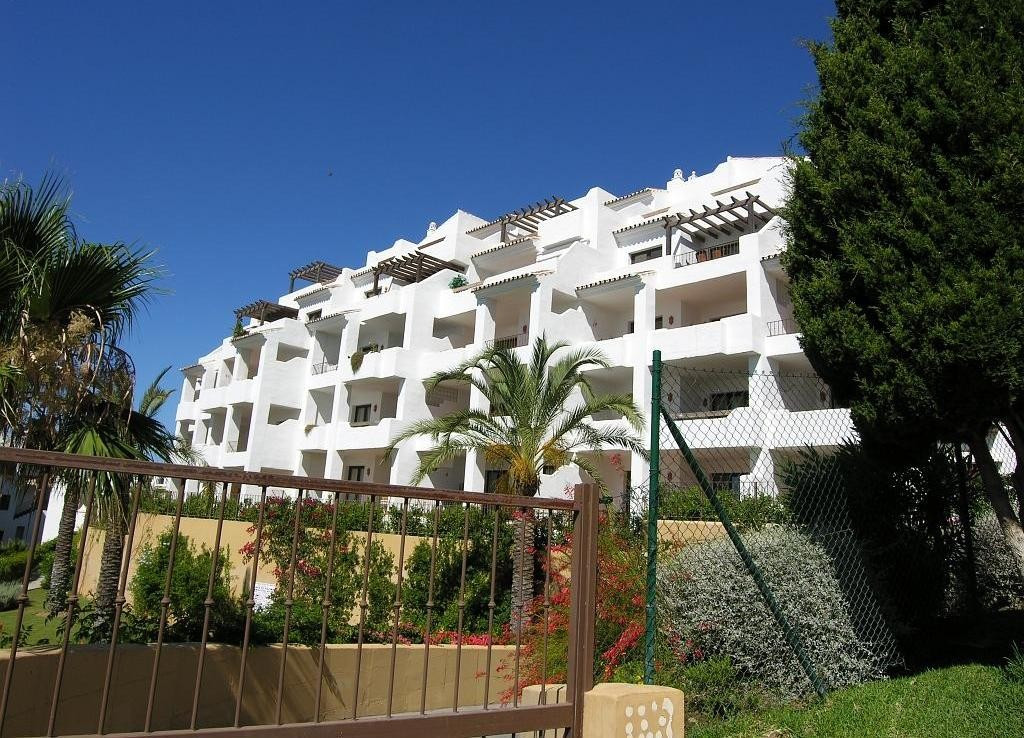 Apartment  Middle Floor 													for sale  																			 in Mijas Golf
