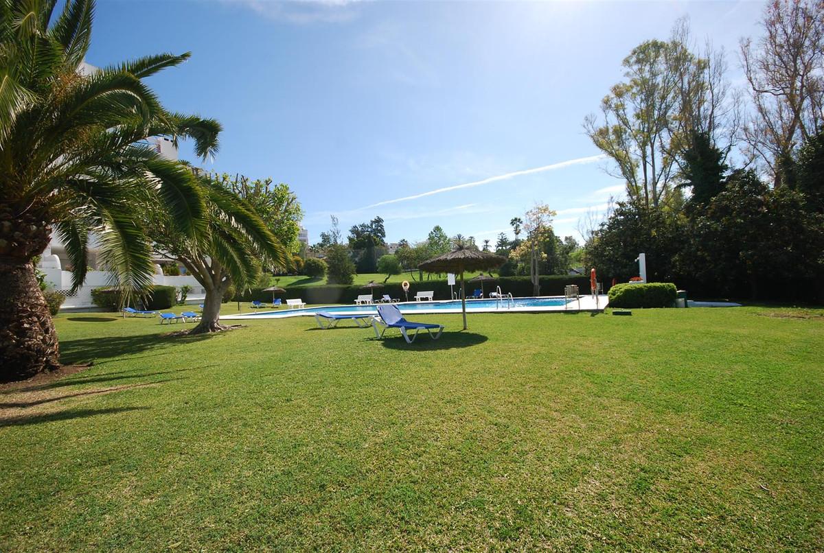 Apartamento Planta Media en Guadalmina Alta, Costa del Sol