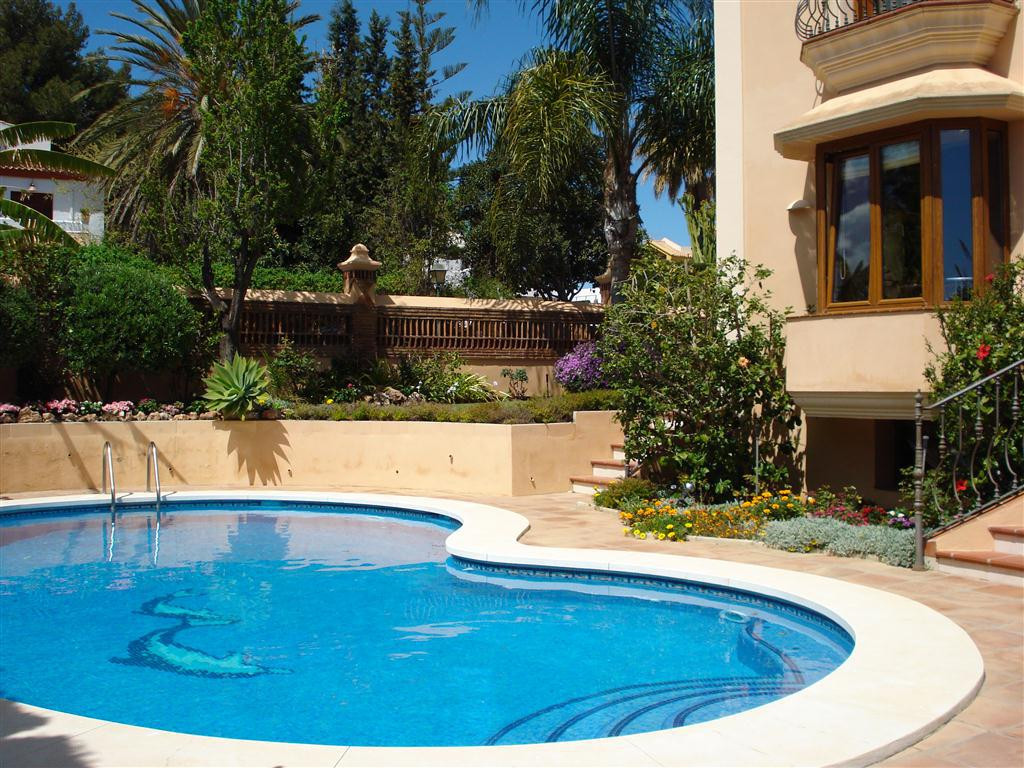 Villa  Detached 													for sale  															and for rent 																			 in Estepona