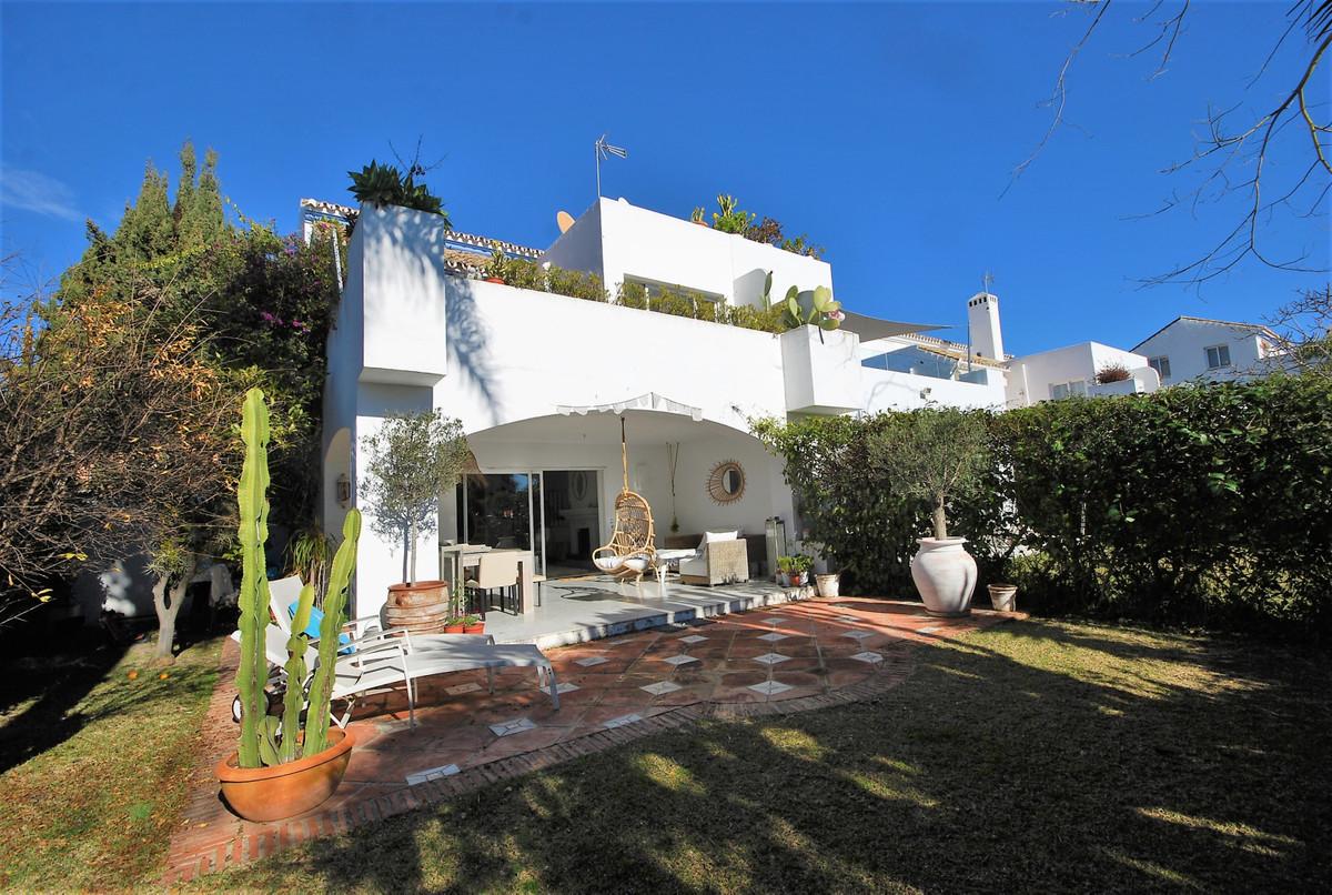 Marbella Banus Pareado en Venta en Guadalmina Baja – R3771952