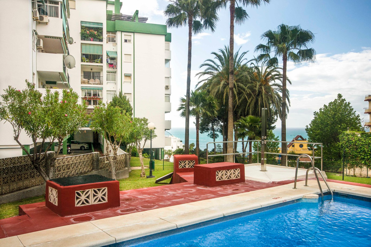 Apartment  Middle Floor 													for sale  																			 in Torremolinos