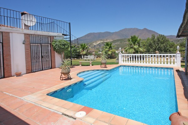 Villa  Detached 													for sale  																			 in Estepona