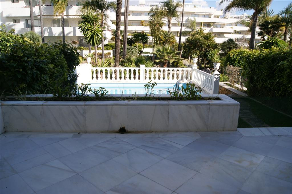 Apartment  Ground Floor 																					for rent 																			 in Puerto Banús