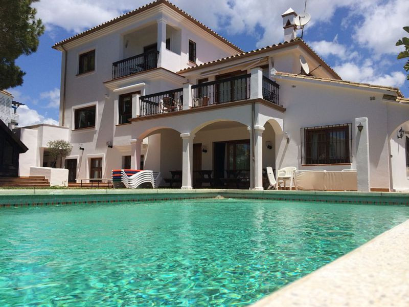 Villa  Detached 																					for rent 																			 in Las Chapas