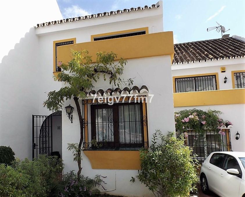 Maison Jumelée  Mitoyenne en vente   à Calahonda