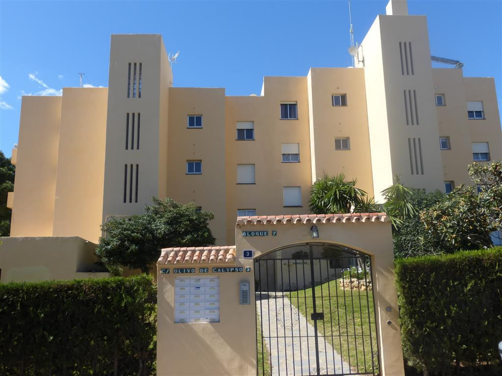 Apartment  Middle Floor for sale   in Calypso