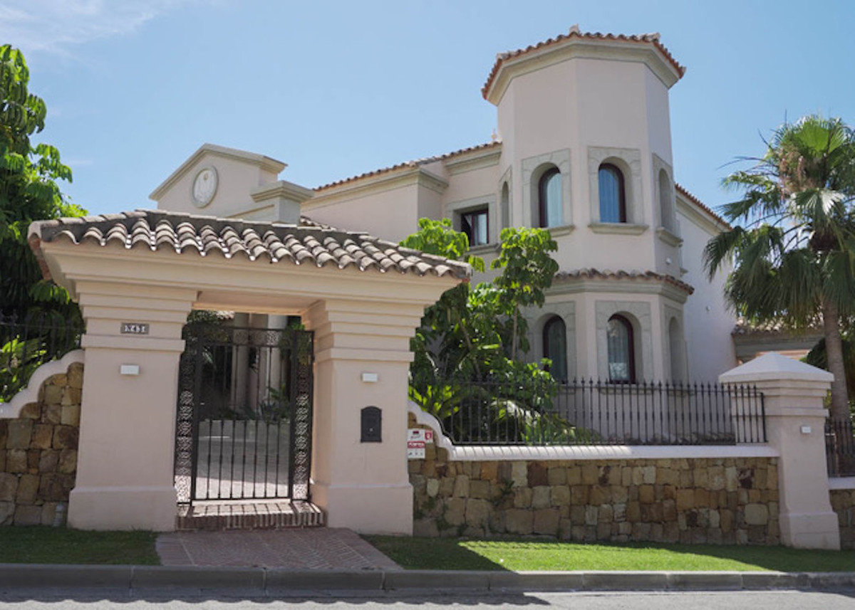 Villa  Detached 													for sale  															and for rent 																			 in Los Flamingos